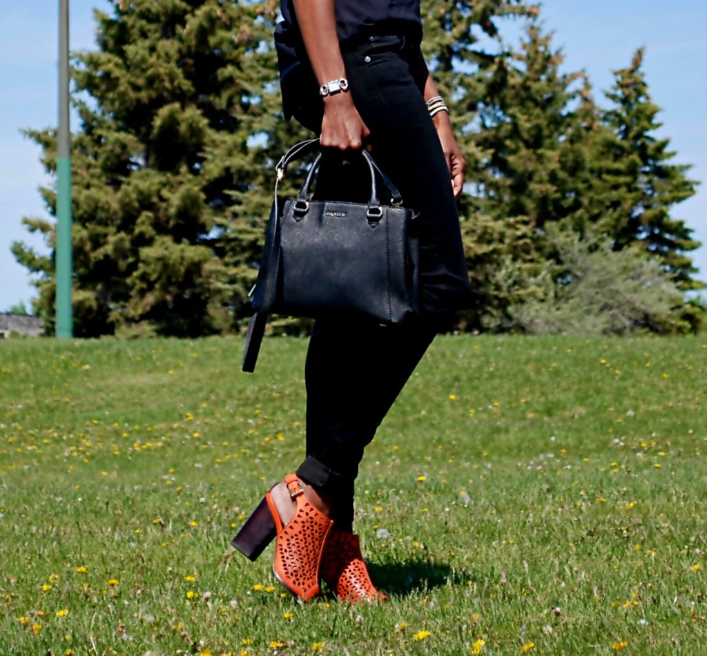 7 for all mankind skinny denim, Danier leather handbag, Chunky heels, Old Navy Tank top, Rebecca Minkoff sandals, black denim, nine west necklace, style my dreams, fashion blogger Jackie silla
