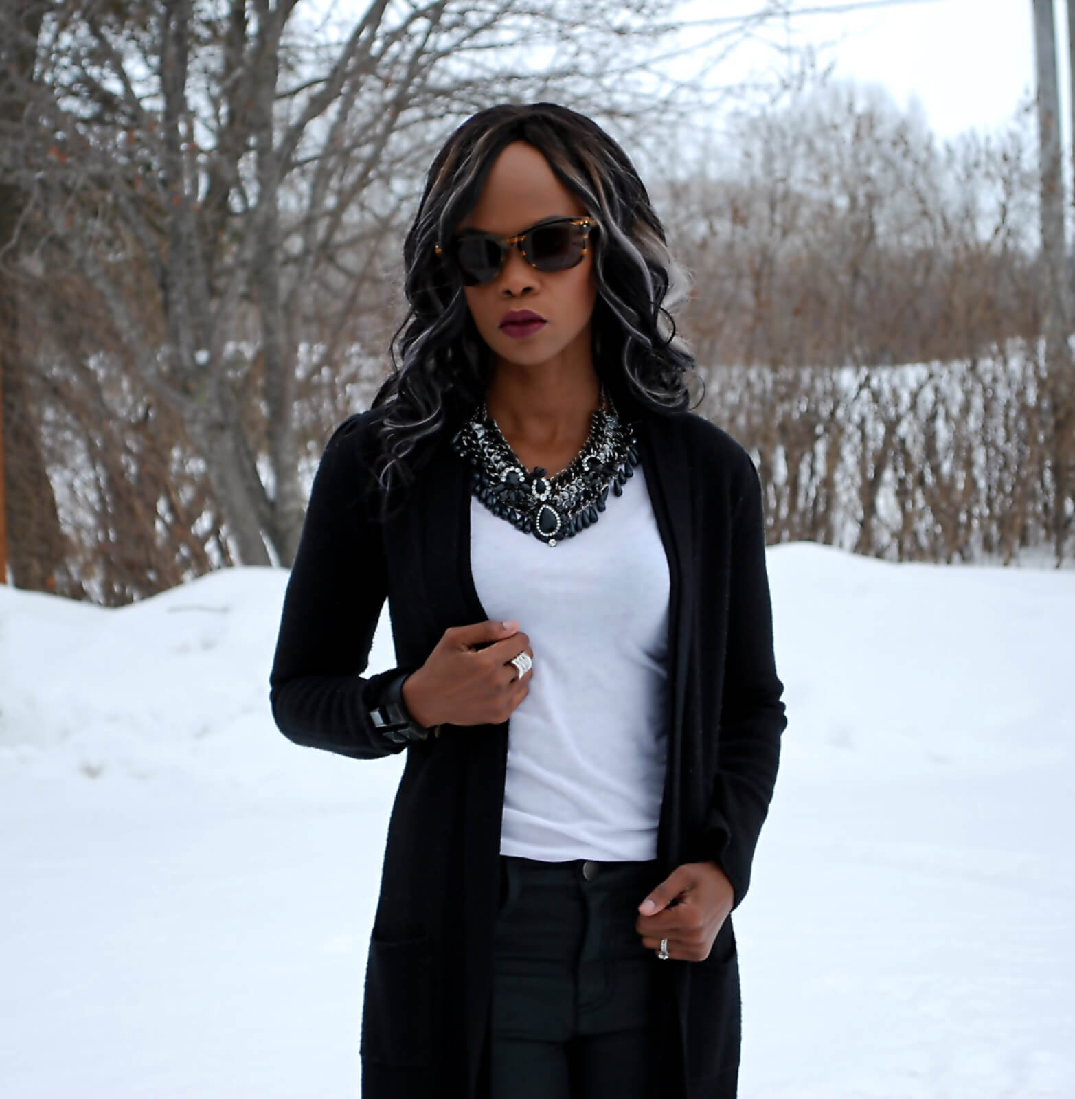 Mirina necklace, Mirina girl, black and white outfit, white club monaco t-shirt, black cardigan, winnipeg fashion blogger, style my dreams blog, black and white trend, statement necklace, black statement necklace