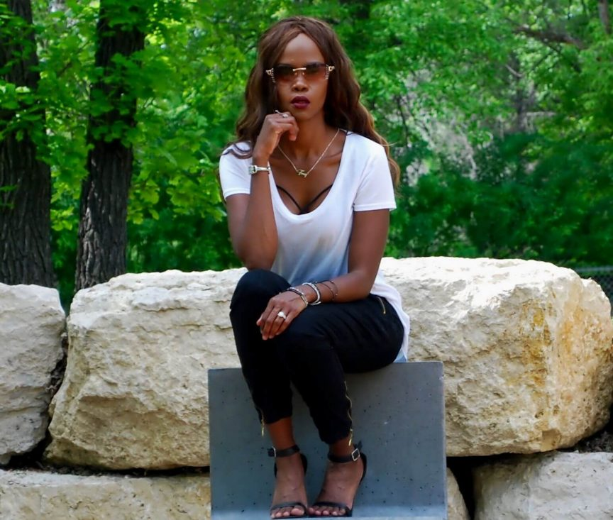 Bralette, white splendid top, 7 for all mankind pants, black ankle strap heels, oversized white top, african fashion blogger, jackie anderson, winnipeg fashion blogger, style my dreams blog, summer trends 2016