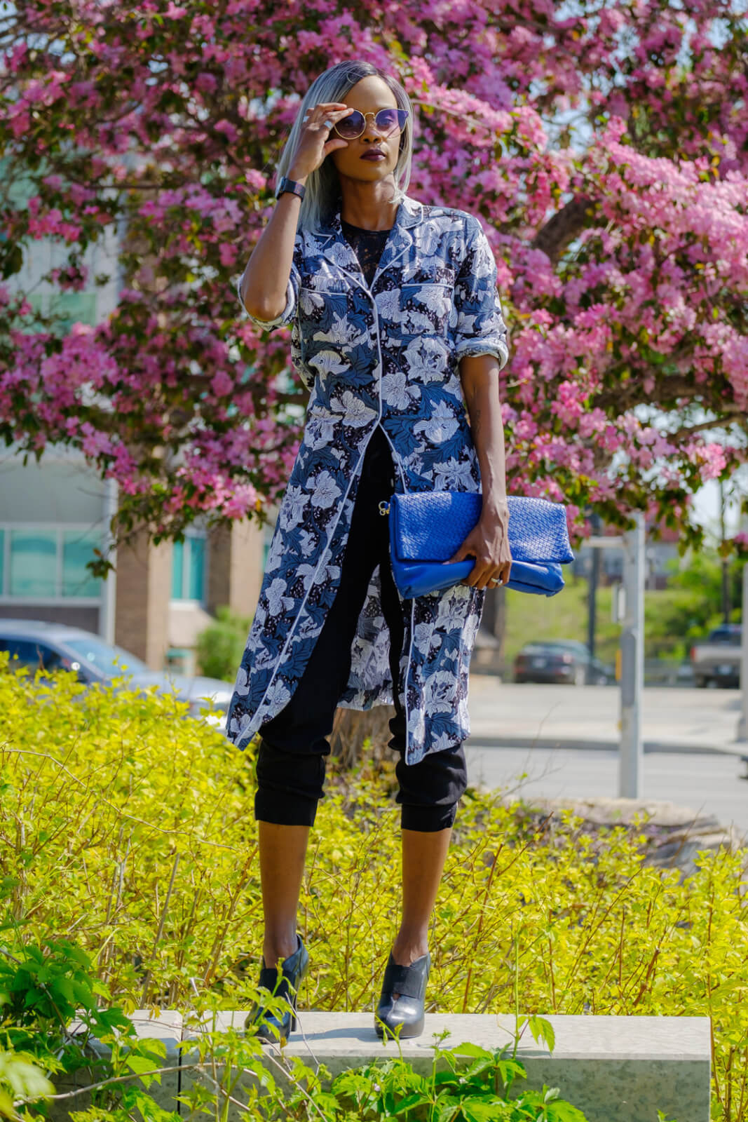Printed dress, Winnipeg fashion, winnipeg street style, How to style a shirt dress, black lace crop top, what to wear, Floral prints, Summer florals